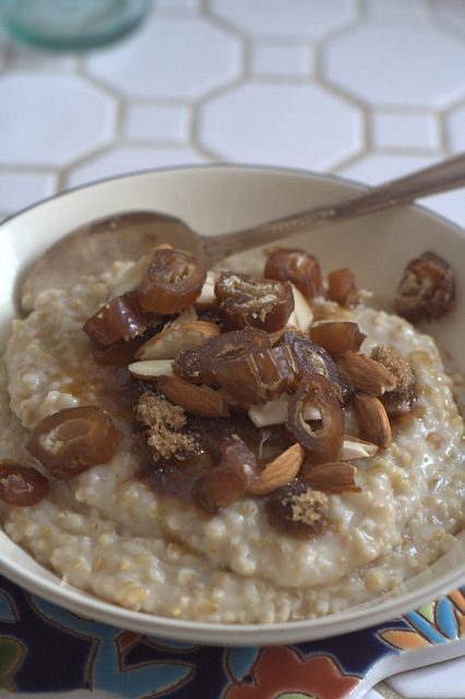 Oatmeal with a Sping – Get Your Carb Fix Before Heading Out